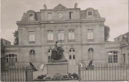 SCEAUX (92) CARTE PHOTO DE LA MAIRIE ET DU MONUMENT AUX MORTS DE LA GRANDE GUERRE - Sceaux