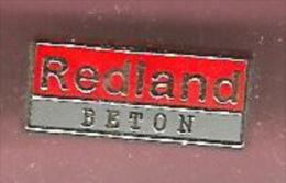 42888-Pin's-Redland.Béton.signé Stern. - Marques