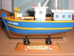 Maquette Bateau En Bois  -  Sardinier Des Sables D'Olonne  -  18  X  16.5 Cm  -  333 Grs - Boats