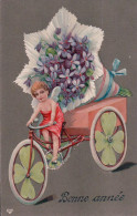 Bonne Année, Enfant, Vélo Et Bouquet De Fleurs Litho Gaufrée (301207) - Nouvel An