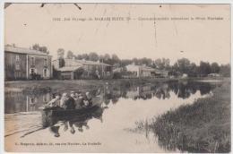 LE MARAIS POITEVIN CANOT AOTOMOBILE REMONTANT LA SEVRE NIORTAISE A IRLEAU CANTON DE FRONTENAY ROHAN ROHAN TBE - Autres Communes