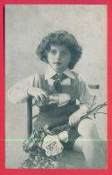 165289 / PORTRAIT  LITTLE BOY FASHION  CHAIR FLOWERS ROSES - 0560 S&N - Portraits