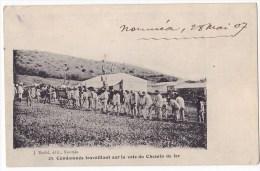 NOUMEA. - Condamnés Travaillant Sur La Voie Du Chemin De Fer. Carte Très RARE - Nouvelle Calédonie