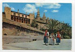 COSTUMES - AK 224312 Spain - Mallorca - Catedral Y Ninos Típicos - Vestuarios