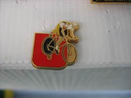Pin´s Cyclisme, Vélo: Equipe Super U. Pin's Arthus Bertrand à 2 Attaches - Cyclisme