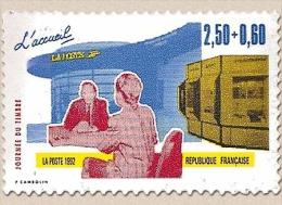 Journée Du Timbre. Les Métiers De La Poste. Timbre Provenant De Carnet. 2f.50 + 60c. Bleu, Rouge Et Jaune Y2744 - Francia