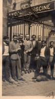 51Au   Photo Cercle Des Nageurs De Marseille équipe De Water Polo Devant La Grille D'entrée De La Piscine En 1930 - Natation