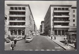 1961 VITERBO VIA MARCONI FG V SEE 2 SCANS ANIMATA EDICOLA GIORNALI AUTOSALONE LANCIA - Viterbo