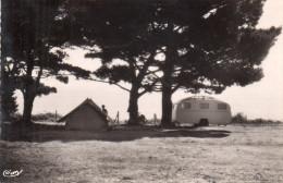 Cpms  22  Binic , Le Camping , Vieille Caravane - Binic