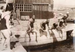 51Au   Grande Photo Natation Cercle Des Nageurs De Marseille Départ D'une Course Dans Le Port - Natation