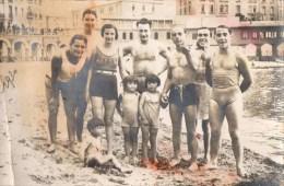 51Au  Carte Photo Natation Cercle Des Nageurs De Marseille Un Groupe En Famille à La Plage En 1930 - Natation