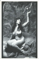 Carte Flyer - La Nuit Annie Sprinkle - Bioptic Au Dos - Beau Nu Féminin Photo De L'artiste - Format 18/12 Cm  Année 2000 - Nus Adultes (< 1960)