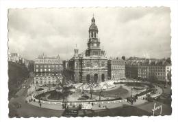Cp, 75, Paris, Eglise Et Square De La Trinité, Voyagée 1945 - Chiese