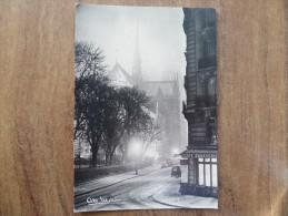 43001 POSTCARD:  PAINTING: Albert MONIER (1953) PARIS - Notre-Dame Un Soir De Neige. - Pittura & Quadri