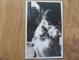 43023 PC: PEOPLE:  Unknown Lady With Baby Joan Aged 10 Weeks. - Postcards