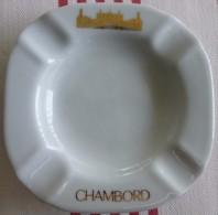 = Cendrier Souvenir De Chambord, Porcelaine Diamètre 11.1cm, épaisseur 1.8cm Et Poids 130g - Porzellan