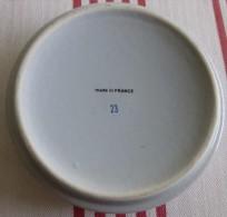 Cendrier H�tels Pullman, porcelaine diam�tre 10.4cm, �paisseur 2.5cm et poids 155g