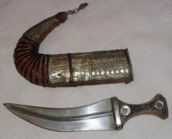 Ancien Couteau / Khanjar ,arme Traditionnelle Oman , Yemen . - Armes Blanches