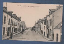 44 LOIRE ATLANTIQUE - CP ANIMEE LE BOURG DE BATZ - RUE DE LA POSTE VERS LE CROISIC - ARTAUD NOZAIS NANTES N° 6 - Batz-sur-Mer (Bourg De B.)