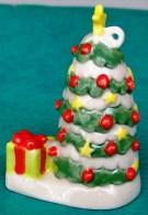 1 MOBILE (1 SAPIN AVEC ETOILE ET CADEAUX...) SERIE DE NOEL A SUSPENDRE CERAMIQUE NEUVE. - Noël