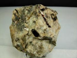 LAME DE BIOTITE DANS PEGMATITE 7 X 7, CM BONNAC - Minerals