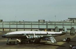 Aviation Postcard-572-VARIG Brasil Lockheed L-1049G  Constellation - 1946-....: Moderne