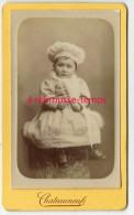 CDV Vers 1890- Beau Portrait D´un Bébé Fille En Habits Du Dimanche-gros Chapeau-mode Photo Chateauneuf à Avignon TB état - Photos