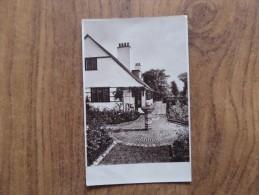 43464 POSTCARD: UNKNOWN LOCATION: Possibly Knowle, Birmingham.  (Sundial). - Postcards