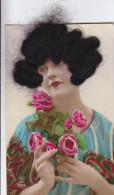 (f) Femme Avec Cheveux En Relief - Femmes