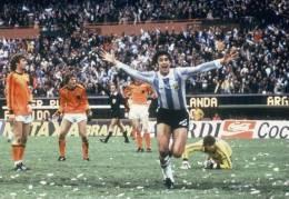 Calendar Pocket 1978 - Calendario De Bolsillo Argentina Football World Cup 78 (collection 16 Differents) - Calendarios