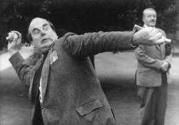 """Photo De Presse  -  Comedien - ROBERT MORLEY  Dans """" La Casaque En Arc De Ciel """" - Personalidades Famosas"""