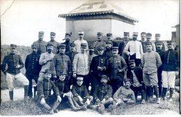 Photo Groupe De Militaires Prise Au Pavillon De L'ancienne Mosquée Devenue Cercle Des Officiers à Khenifra Maroc 17 Avri - Fotografie