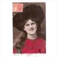 PERTP1723-LFT6455TCMF.Tarjeta Postal PERSONAJES.Mujer De Rojo.Circulada. - Femmes Célèbres