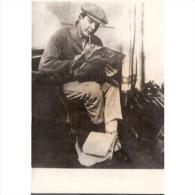 PERTP1740-LFT6458TH..Tarjeta Postal PERSONAJES.Hombre Leyendo El Periodico. - Nombres