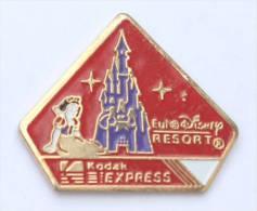 Pin´s KODAK EXPRESS - EURODISNEY RESORT - Blanche Neige - Château - Disney  -  E017 - Photography