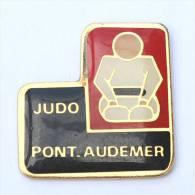Pin´s JUDO PONT AUDEMER (27) - Judoka  - AC.CO - E022 - Judo