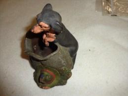 Atypique- Vide Poche Chien A Identifier-en Terre Cuite Numerote 550(sous Reserve)peut Etre Pour Quete Militaria Cocarde - Popular Art