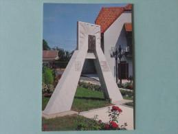 Monument érigé En Hommage Aux Commandos D'AFRIQUE Qui Libérèrent CRAVANCHE Le 20/11/1944 - Monuments Aux Morts