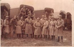 ¤¤  -   Carte-Photo Militaire  -  Soldats  Devant Des Camions De Transport    -  ¤¤ - Matériel