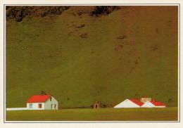SKOGAFOSS:   CASE  BIANCHE    (NUOVA CON DESCRIZIONE DEL SITO SUL RETRO) - Islanda