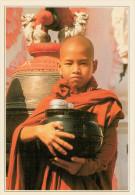 BIRMANIA   RANGOON:  GIOVANE  MONACO BUDDISTA     (NUOVA CON DESCRIZIONE DEL SITO) - Myanmar (Burma)