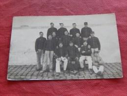 MILITARIA  - BOURGES  -   Armée Française  - Photo De Groupe  -  1910 -  (2 Scans) - Manoeuvres