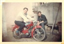 Moto - Motocyclisme - Motobécane Spéciale 50 - Photographie Ancienne Format Proche Cpa - (9 X 12,8 Cm) - Voir 2 Scans. - Motorräder