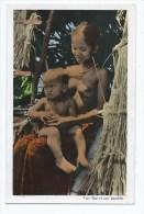 CPSM COLORISEE SAIGON, HO CHI MINH VILLE, UNE FEMME MOÏ SEINS NUS ET SON ENFANT, Format 9 Cm Sur 14 Cm Environ, VIETNAM - Viêt-Nam