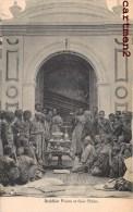 COLOMBO BUDDHIST PRIESTS AT THEIR SHRINE CEYLON INDIA INDE CEYLAN ISLAND - Sri Lanka (Ceylon)