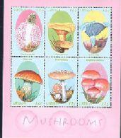 LIBERIA    1696   MINT NEVER HINGED MINI SHEET OF MUSHROOMS   ( 0253 - Paddestoelen