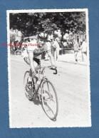 Photo Ancienne - Beau Cliché D'un Cycliste De L'équipe De BERGERAC ( Dordogne ) - Voir Vélo , Maillot Lévitan - Cyclisme