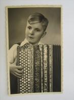Cpa/pk Real Photo Fotokaart Enfant Accordeon Eernegem - Musique Et Musiciens