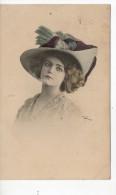 Une Femme Avec Un Chapeau De Plumes - Fancy Cards