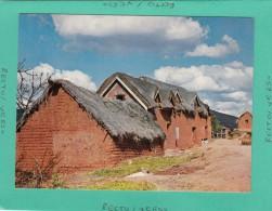 MADAGASCAR  TANANAN IMERINA VILLAGES TYPIQUES HAUTS PLATEAUX - Liberia